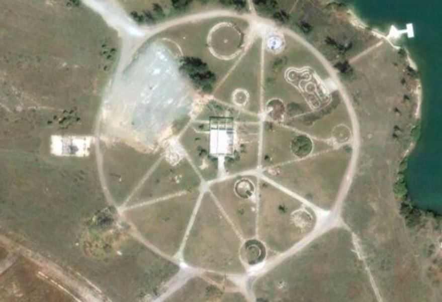 Пентаграмма в Казахстане оказалась заброшенным парком.