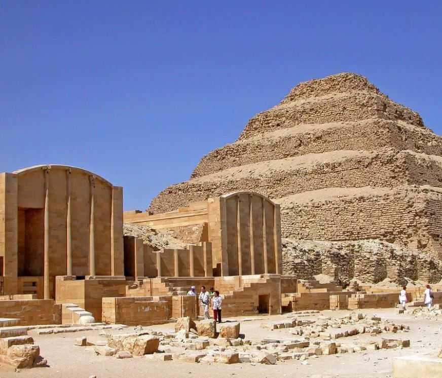 Вид на пирамиду Джосера в Саккаре.