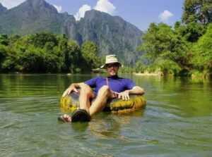 Туристический тюбинг вдоль реки Нам Сонг.