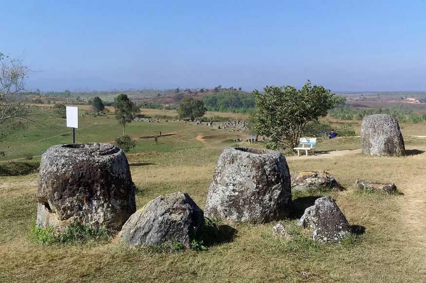 Вьетнамская война оставила свой след на мегалитических, каменных кувшинах.