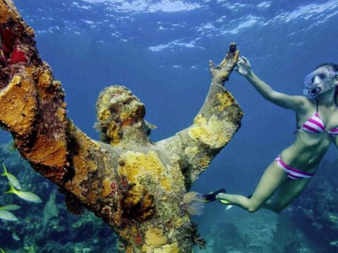 Искусство: Подводный музей Джейсона де Кайрес.