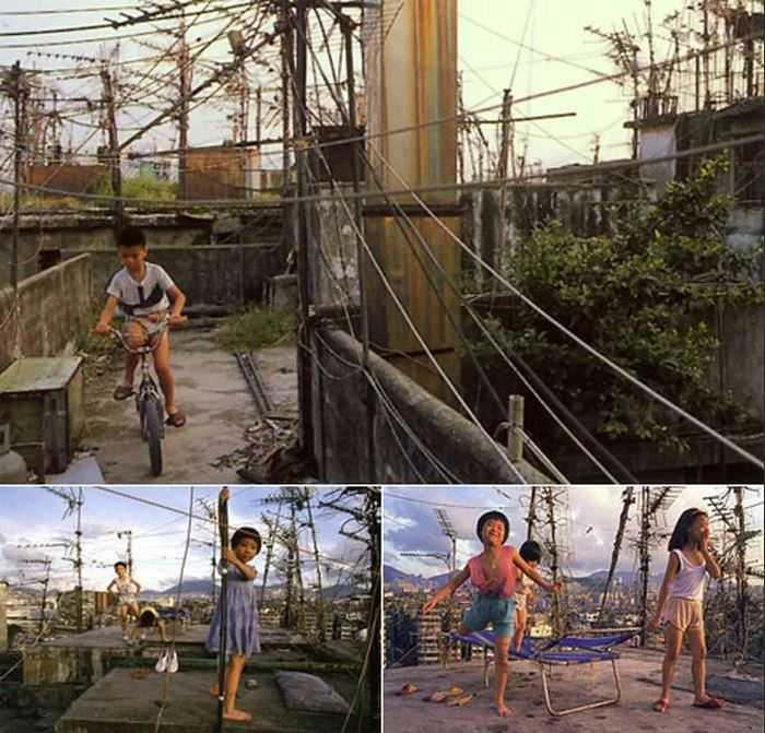 В условиях черезвычайной плотности населения, пожалуй, о детских площадках можно не говорить.
