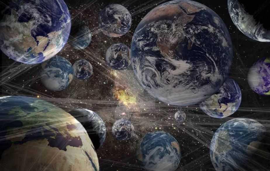 Параллельные вселенные предпологают разное развитие событий в зависимости от принятого решения.