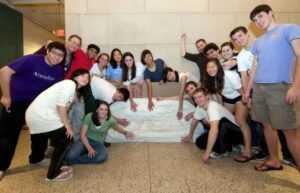 Школьники со своим собственным рекордом: 13 сгибов!
