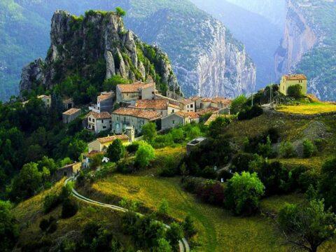 Горы Албании, где живут женщины бурмеша.
