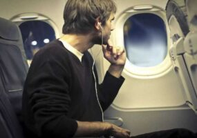 Загадочный объект был снят пассажиром самолета