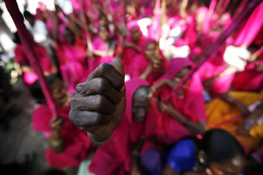 Розовая банда борется за справедливость в Индии.