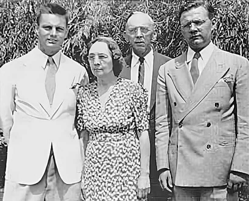 Эдгар и Гертруда Кейси с сыновьями.