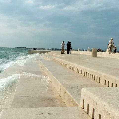 Море в Хорватии может играть на органе
