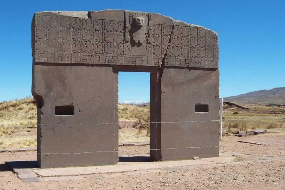 Врата солнца или Звездные врата - мегалитическая арка в Боливии.