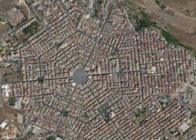 Город Граммикеле с гексагональной планировкой