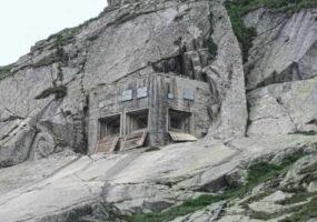 Закамуфлированные военные бункеры Швейцарии