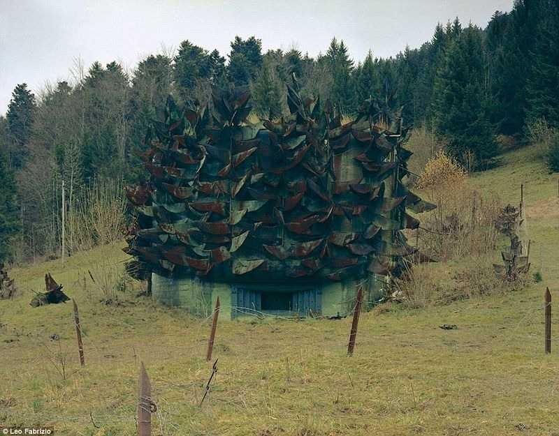 Наверное сверху такие военные бункеры не бросаются в глаза.