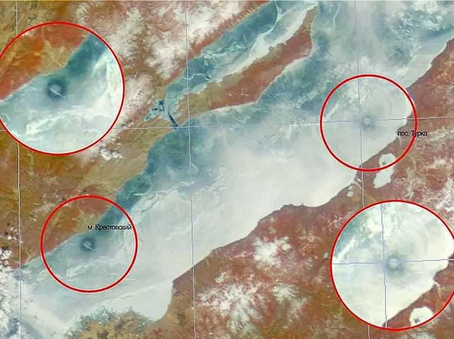 Вот такие круги появились на озере Байкал, говорят что это проделки нло.