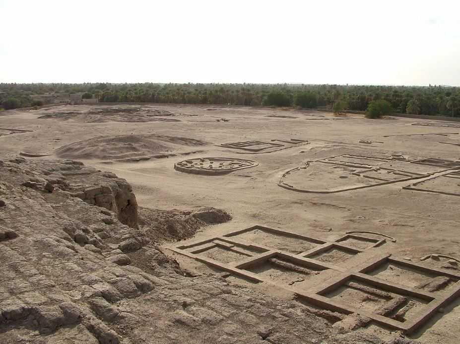 Ученые обнаружили древний заброшенный мегаполис в Южной Африке.