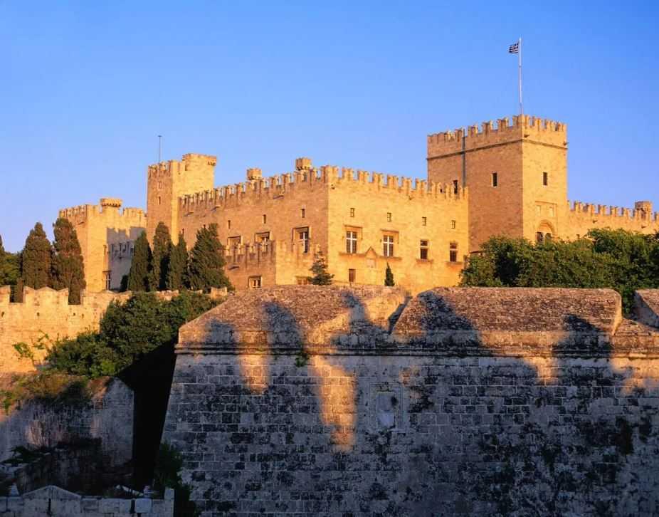 Необъяснимое явление, которое учёные пока не разгадали - призраки замка Франгокастелло.