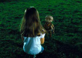 Маленькие инопланетяне-карлики и их встречи с детьми в Малайзии