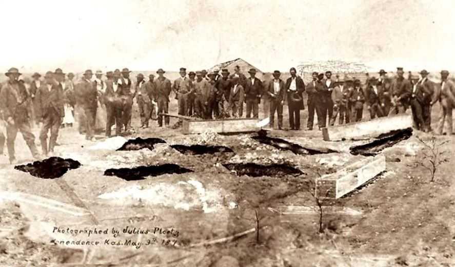 Поиск и раскопки захоронений Кровавых Бендеров. Семья в это время в розыске.