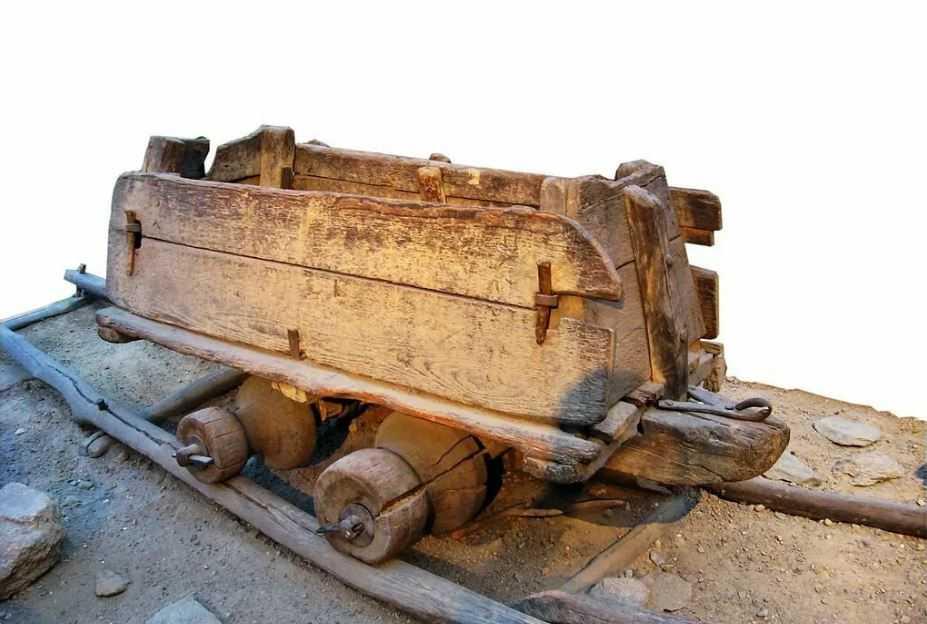 Появление рельсового пути, прототип железной дороги.