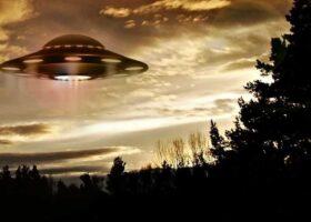 Дэниел Фрай, утверждал, что прокатился на НЛО