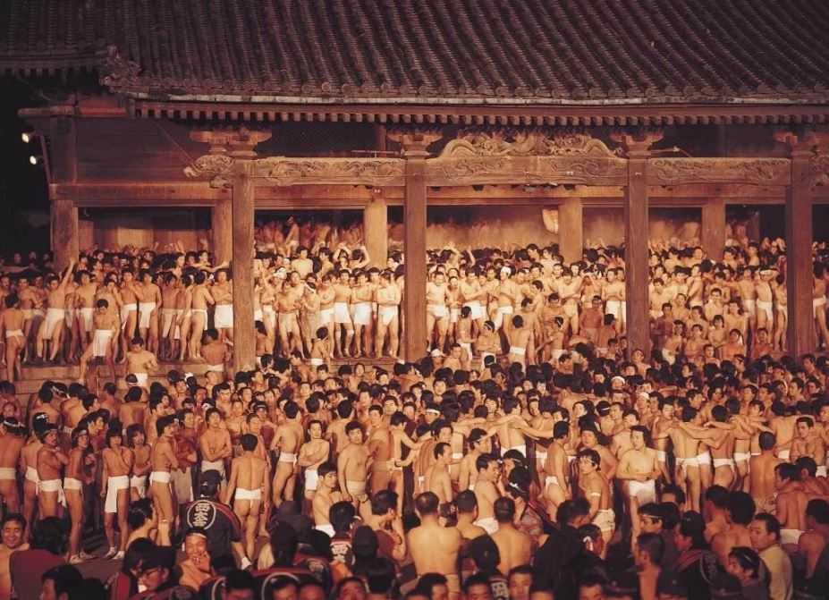 Япония: Хадака-мацури праздник обнаженных мужчин.