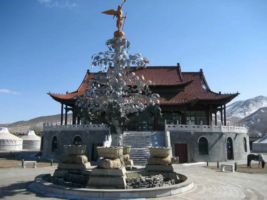 Серебряное дерево монгольской столицы XIII века