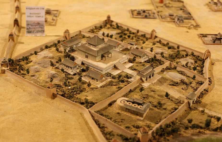 Каракорум - древняя столица монгольского государства. (макет).