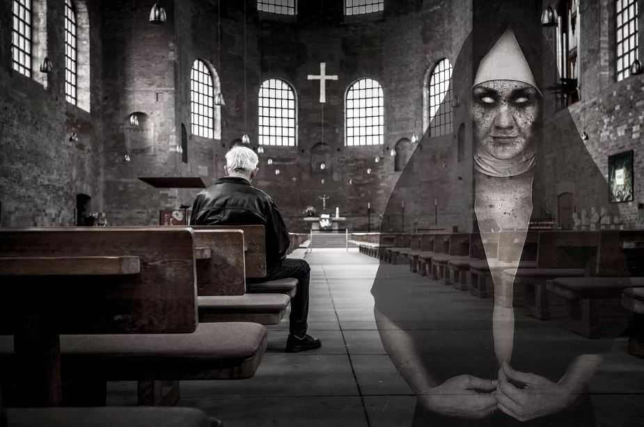 Призрак за пределами ирландской церкви попал на фото