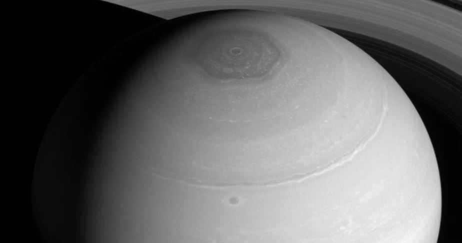 Северный полюс Сатурна и его загадочный