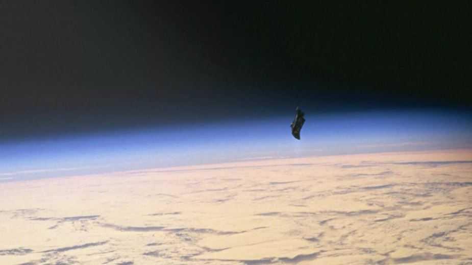 Самый загадочный спутник Земли -