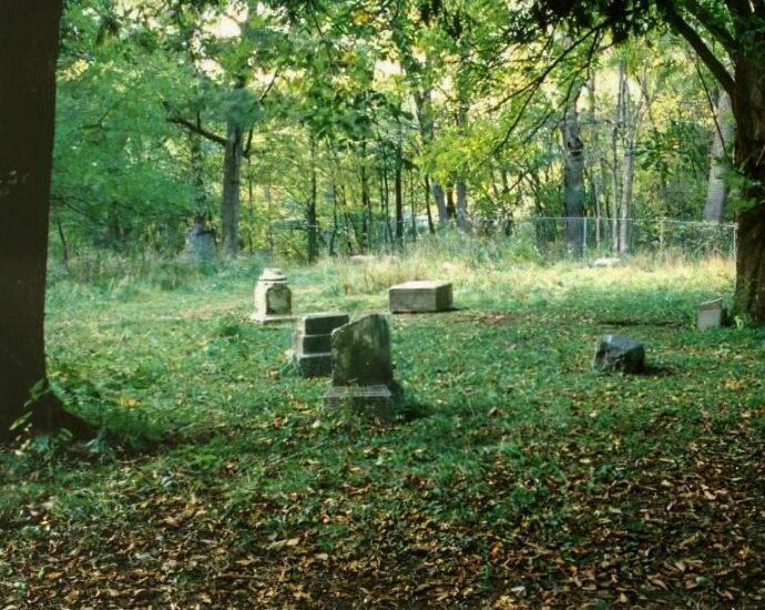 Кладбище холостяцкой рощи: истории с привидениями.