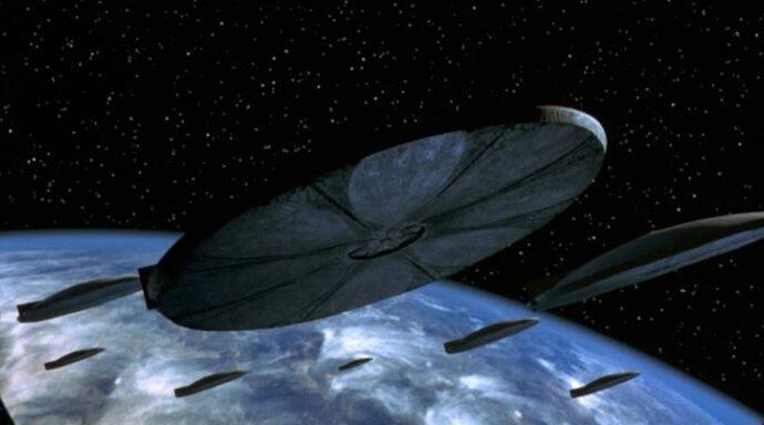 Флот из сотен НЛО, приближающихся к Земле.