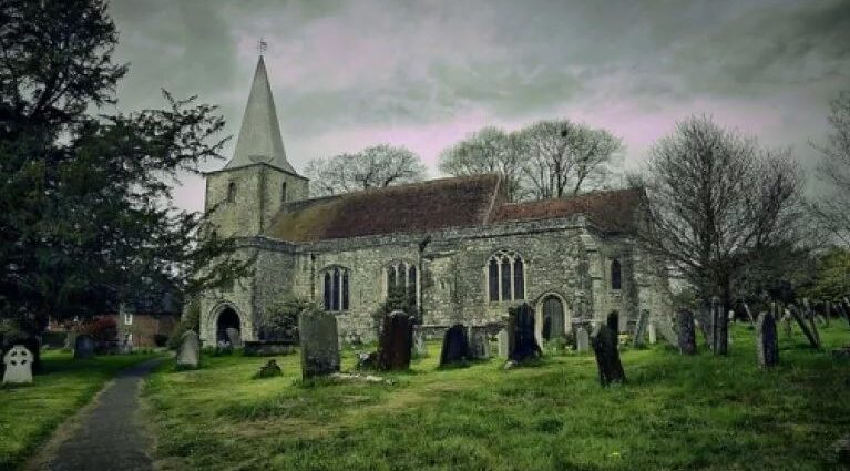 Деревня с 12 привидениями: самое посещаемое местоо в Англии.