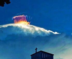 Формирование впечатляющих облаков над Мансалаем