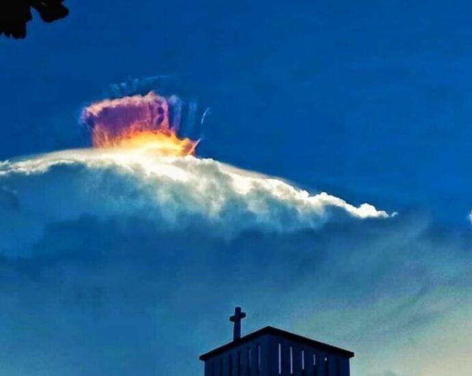 Формирование впечатляющих облаков над Мансалаем.