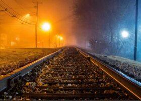 Два Марсианина атаковали железнодорожника