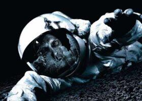 Астронавт, заблудившийся в космосе на 27 лет, вернулся в 2001 году