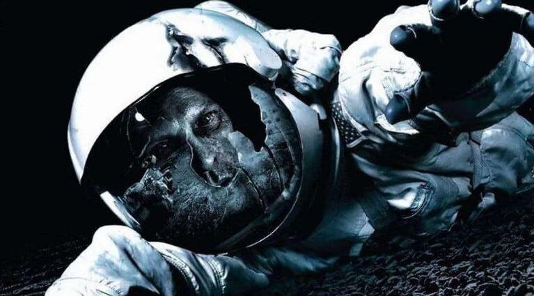 Астронавт, заблудившийся в космосе на 27 лет, вернулся в 2001 году.