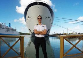Капитан круизного лайнера сняла НЛО возле корабля