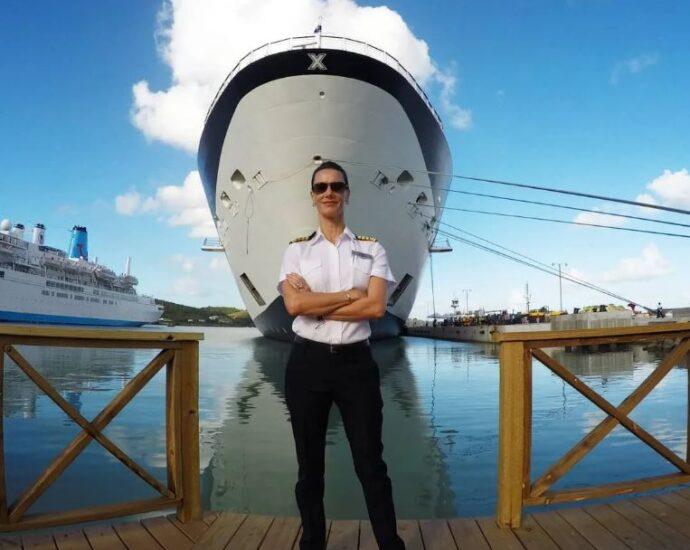 Капитан круизного лайнера зафиксировала НЛО возле корабля.