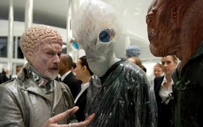 Авторитетное мнение: миллионы пришельцев живут на Земле.