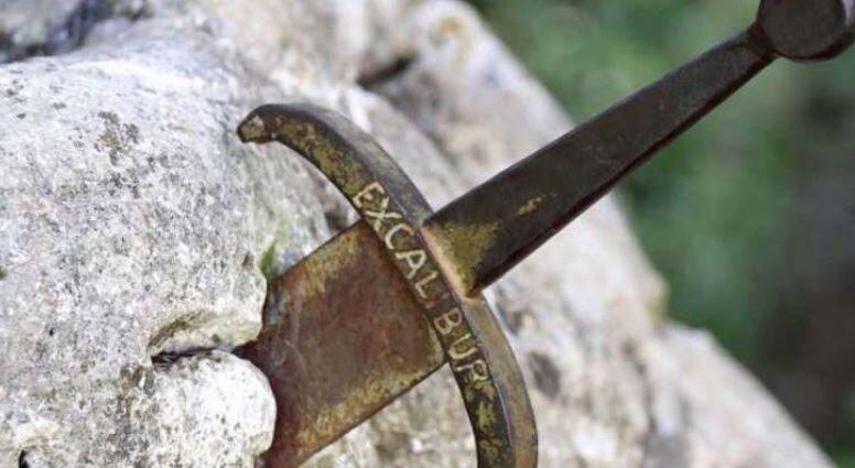Меч Эскалибур, застрявший в камне, найден!