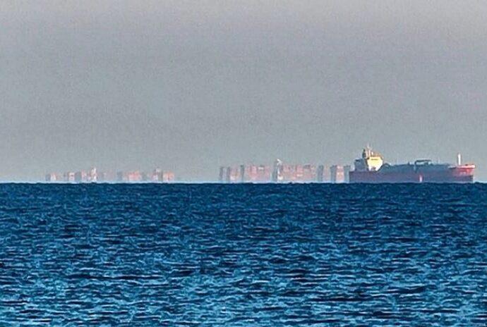 Плавающий город появился у берегов Англии.