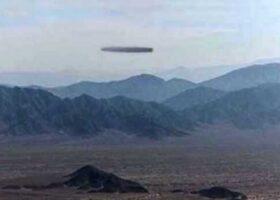 Наска: сигарообразный НЛО над пустыней