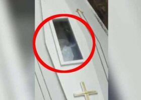 Движение усопшего во время похорон попало на видео