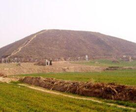 Что внутри загадочной Белой Пирамиды Китая?
