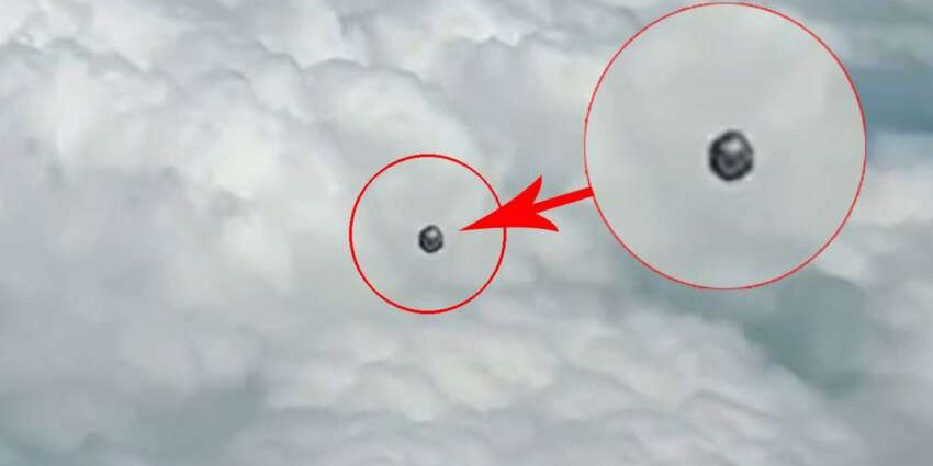 Пилот зафиксировал НЛО в форме куба над Колумбией.